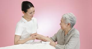 超高齢者社会におけるシニア向けスキンケアの基礎を学ぶ